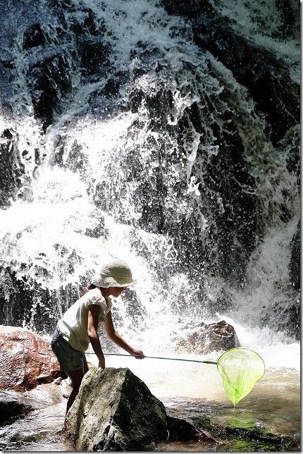 糸島、千寿院の滝で子供と