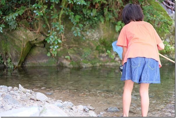 坊主ヶ滝で魚とり