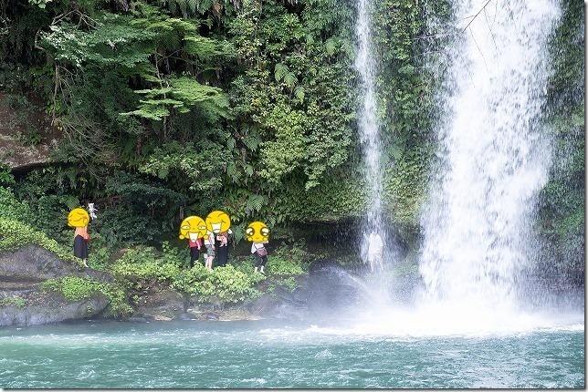 玖珠・慈恩の滝を犬と滝の裏くぐり