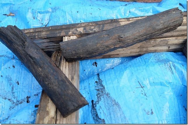 庭の門をDIYで作成、取っ手は流木