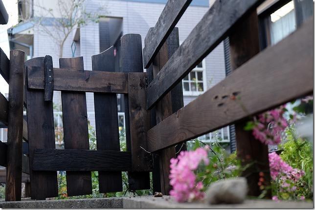作成した庭の柵(木製フェンス)と門