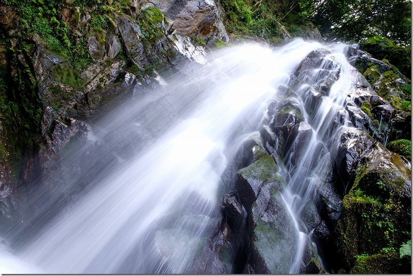坊主ケ滝(福岡市早良区)の滝の流れ
