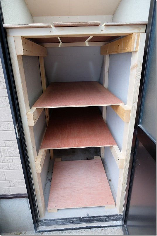 DIYで階段下収納の棚を作成