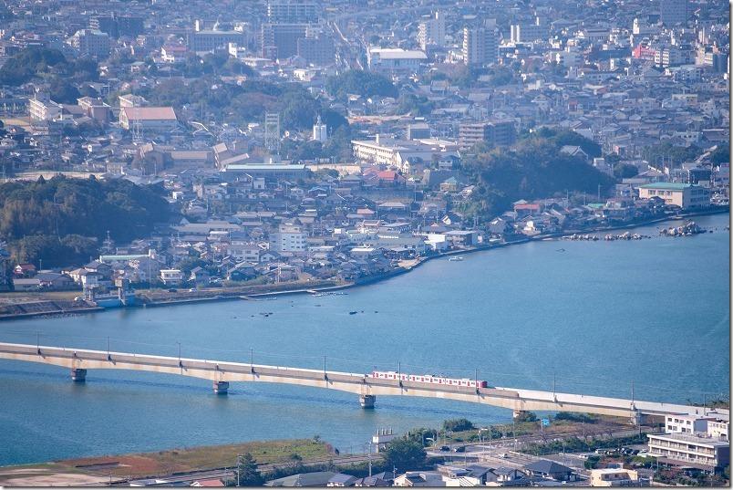 筑肥線を走る電車、松浦川の橋