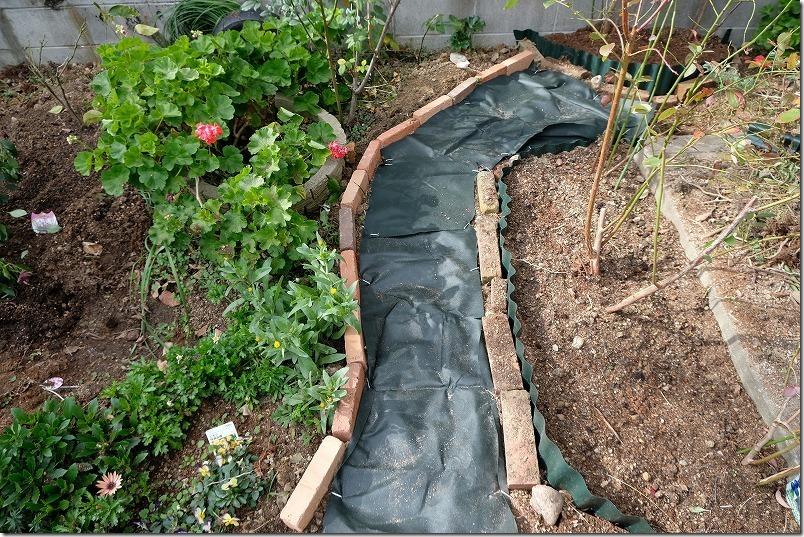 DIYで庭に作った小道の作成方法4