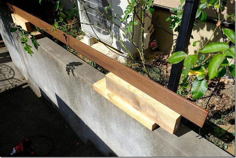 ハードウッド・イペのアルミ支柱への固定方法1