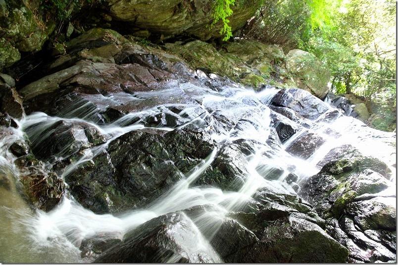 糸島・千寿院の滝の滝壺